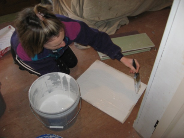 The wife practices on a scrap piece of drywall :: practice texturing patterns on scrap wallboard