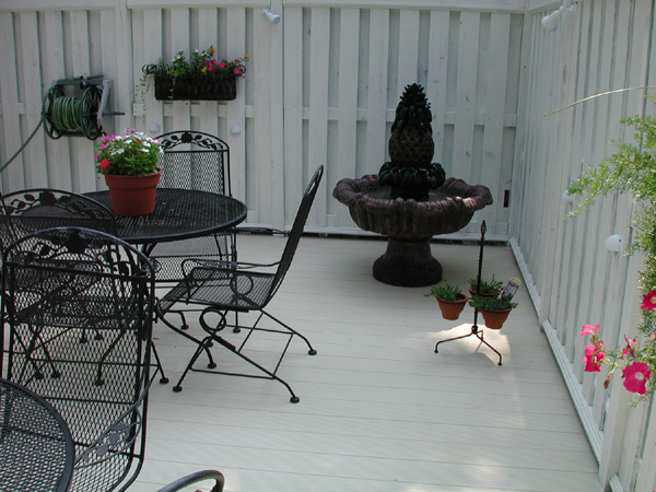 LockDry Aluminum decking small courtyard