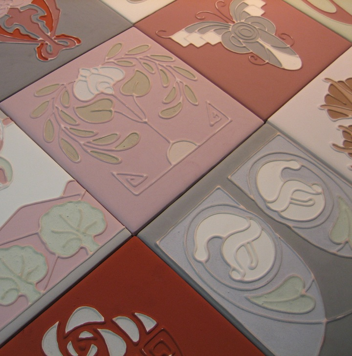 Decorative Tile :: glazed tubelined tiling process
