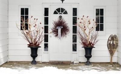 Door Decorating For Christmas image via interiorking.com