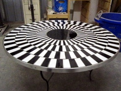 Cafe Wall Illusion Table via Deceptology
