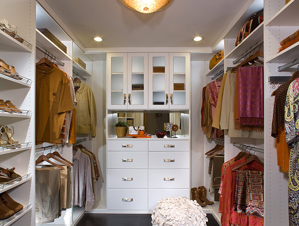 Custom closets what to know about custom closet systems for Design your own walk in closet