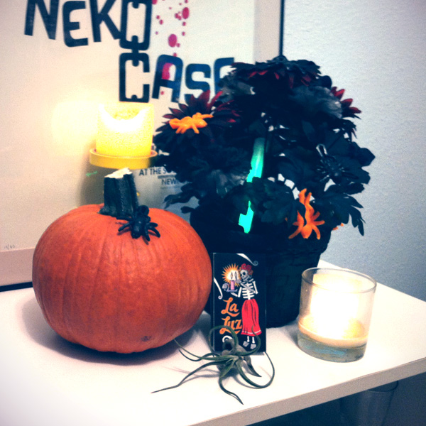 Halloween Decorating :: Dead Flower Centerpiece