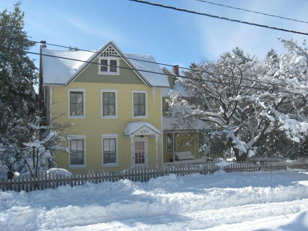 Yellow farmhouse in Baltimore