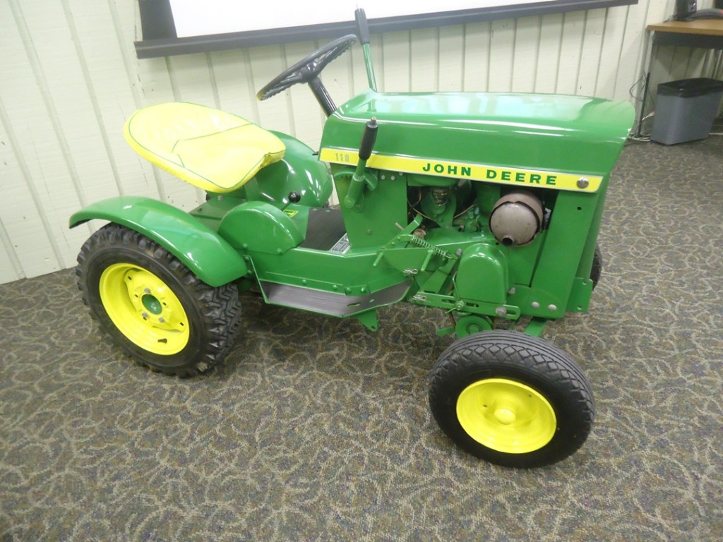 Lawn And Garden Tractor : Building moxie tours john deere horicon works