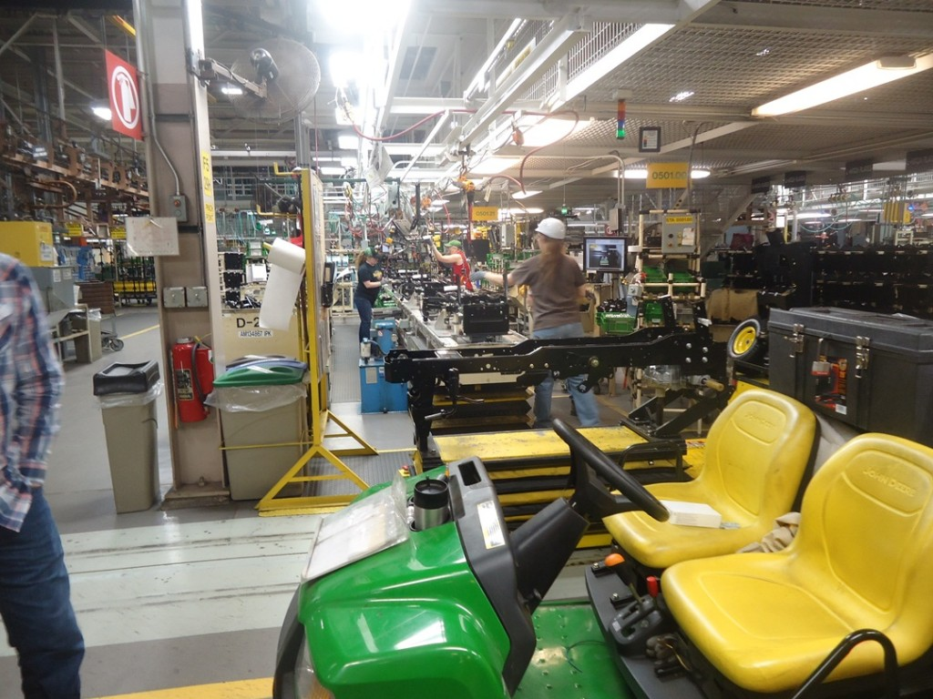 John Deere Assembly Line : Building moxie tours john deere horicon works