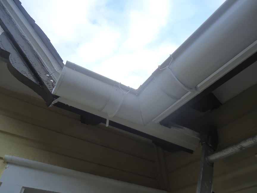 how to connect two gutter downspouts