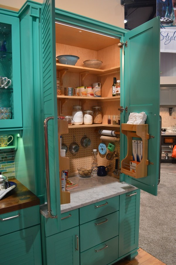 Wellborn's turquoise baking station KBIS 2014